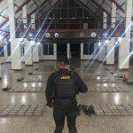 Las fuerzas de seguridad decomisaron este miércoles 394 paquetes de cocaína en una embarcación que navegaba en aguas del océano pacífico.