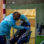 La Organización Mundial de la Salud -OMS- alertó hoy de que los contagios de COVID-19 crecen en Europa por tercera semana consecutiva.