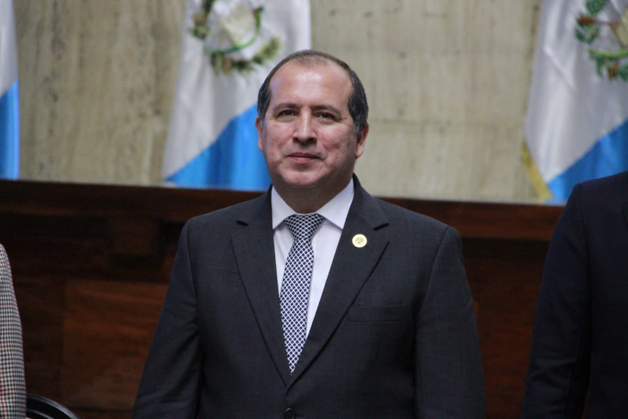 Nester Vásquez y Claudia Paniagua son electos como magistrados a la CC por el Cang