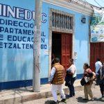 Un total de 11 docentes dieron positivo por COVID-19 en Quetzaltenango, razón por la que debieron suspenderse las clases presenciales. La Dirección Departamental de Educación -DIDEDUC-, informó de la decisión para cuatro municipios donde habían iniciado esta modalidad del ciclo escolar.
