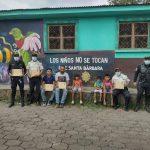 El colectivo nacional Amigos del Arte pintó un mural dedica a la prevención de la violencia contra la niñez en Suchitepéquez.