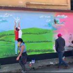 Un grupo de jóvenes realizó varios murales en Alta Verapaz; el último de ellos se fue en la parte exterior del muro perimetral de la Escuela Oficial Urbana de Varones No. 1 Víctor Chavarría, en Cobán.