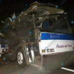 Una colisión entre un bus pulman y un tráiler se registró la madrugada de este martes en el kilómetro 54 de la ruta al pacífico CA-9 Sur, autopista Palín, Escuintla. El percance dejó un saldo de 10 personas heridas.