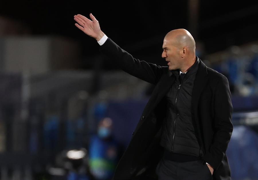"""Zinedine Zidane, técnico del Real Madrid, aseguró que no ve """"nada imposible"""" en la Liga de Campeones y que van """"a pelear"""" por conseguir el doblete, satisfecho por la imagen dejada por su equipo ante el Atalanta para firmar su pase a cuartos de final."""