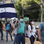 Una nueva caravana de migrantes de hondureños, muchos de ellos menores de edad, ha comenzado a formarse en el norte de Honduras; desde donde esperan partir mañana con rumbo hacia Estados Unidos.