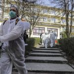 Bosnia-Herzegovina registró en las últimas 24 horas 1 mil 965 nuevos casos de COVID-19 y 77 muertes; ambas cifras récord en el país, donde en las últimas semanas aumentan rápidamente los contagios.