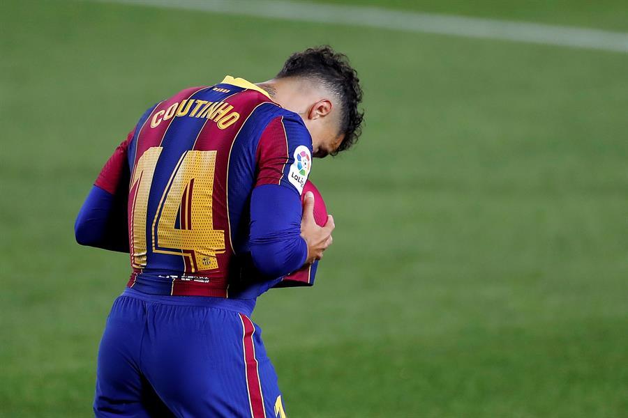 El jugador del Barcelona Philippe Coutinho fue intervenido en Brasil de un quiste en el menisco de la rodilla izquierda. El jugador se despide de esta forma de una temporada para olvidar.