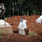 Brasil sobrepasó este jueves los 400 mil fallecidos por covid-19 desde el inicio de la pandemia hace poco más de un año.