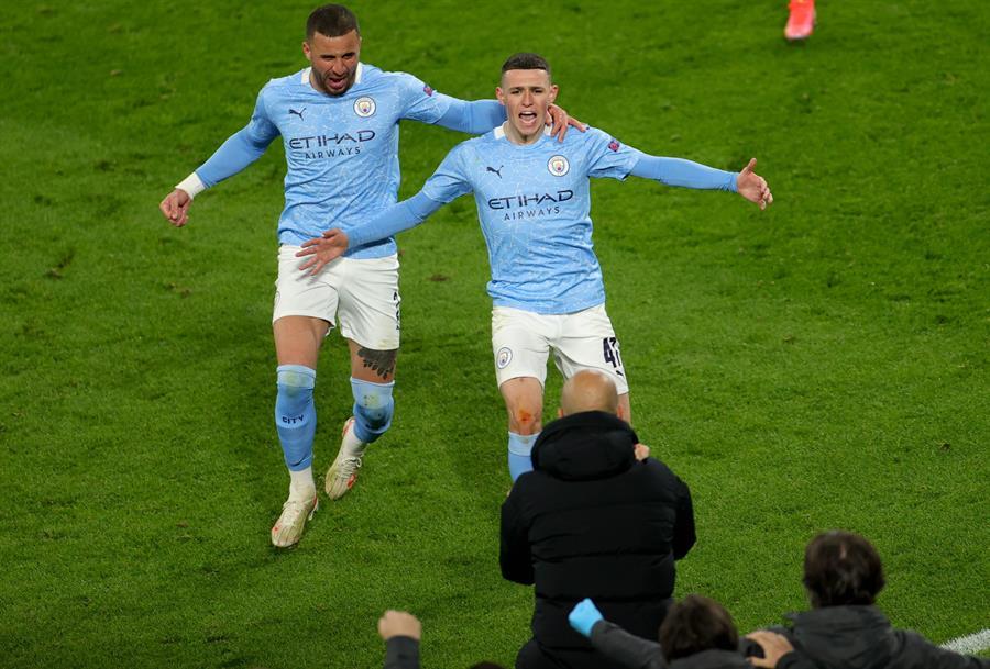 El Manchester City se impuso por 1-2 al Borussia Dortmund con un gol, de penalti, de Riyad Mahrez y otro de Phil Foden; así el equipo de Pep Guardiola selló su clasificación para semifinales de la Liga de Campeones.