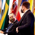 """El presidente Alejandro Giammattei pidió que se defienda """"con una única voz"""" el acceso equitativo a las vacunas contra la COVID-19 de todos los países; esto durante su discurso ante la XXVII Cumbre Iberoamericana de Andorra que Iberoamérica."""