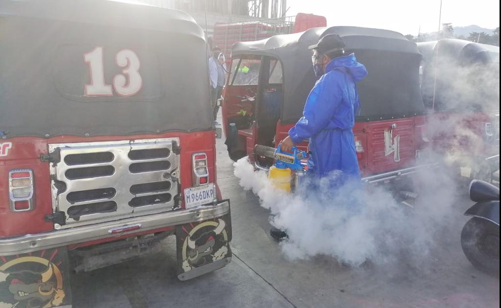 Con el fin de garantizar protección al usuario del transporte urbano de Totonicapán, la municipalidad ha realizado la desinfección de 250 vehículos; esto como parte de las estrategias para el combate del COVID-19 que ha cobrado la vida de varios vecinos de la ciudad prócer.