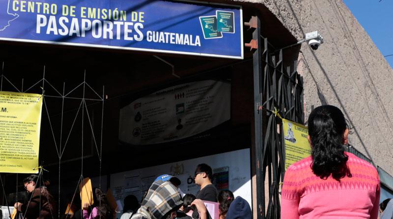 El Instituto Guatemalteco de Migración -IGM- anunció que sus oficinas centrales y el Departamento de Identificación y Emisión de Pasaportes permanecerán cerrados por tiempo indefinido; la medida se tomó luego de que se reportaran 15 casos positivos de COVID-19 en la institución.