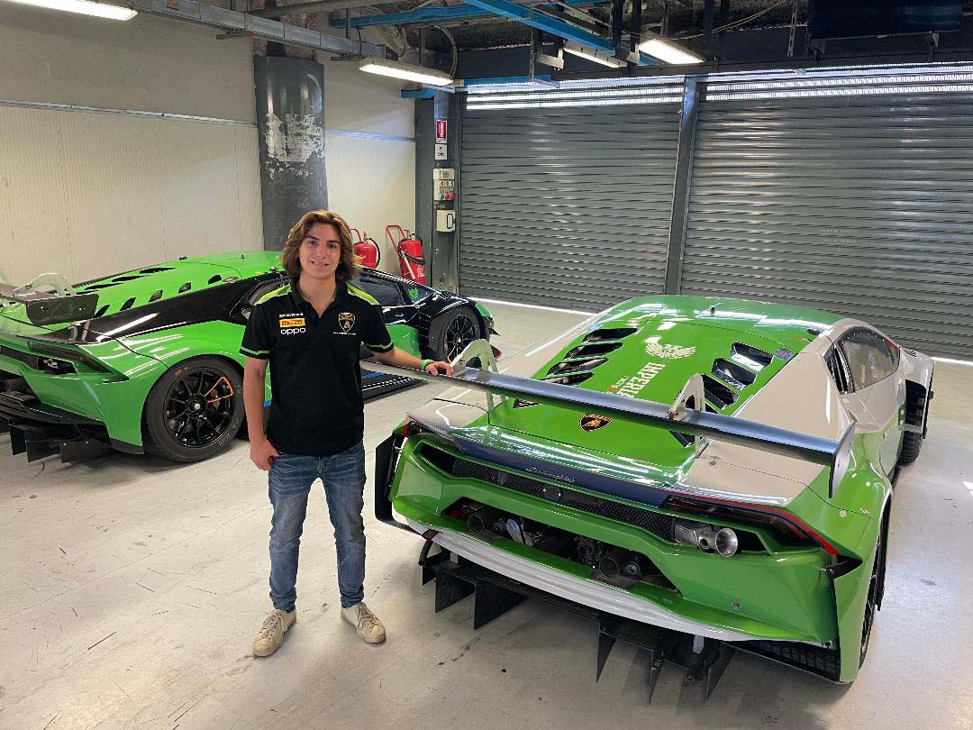 """El piloto guatemalteco Mateo Llarena correrá el """"Campionato Gran Turismo 2021"""" de Italia, luego de firmar con el equipo Lamborghini."""