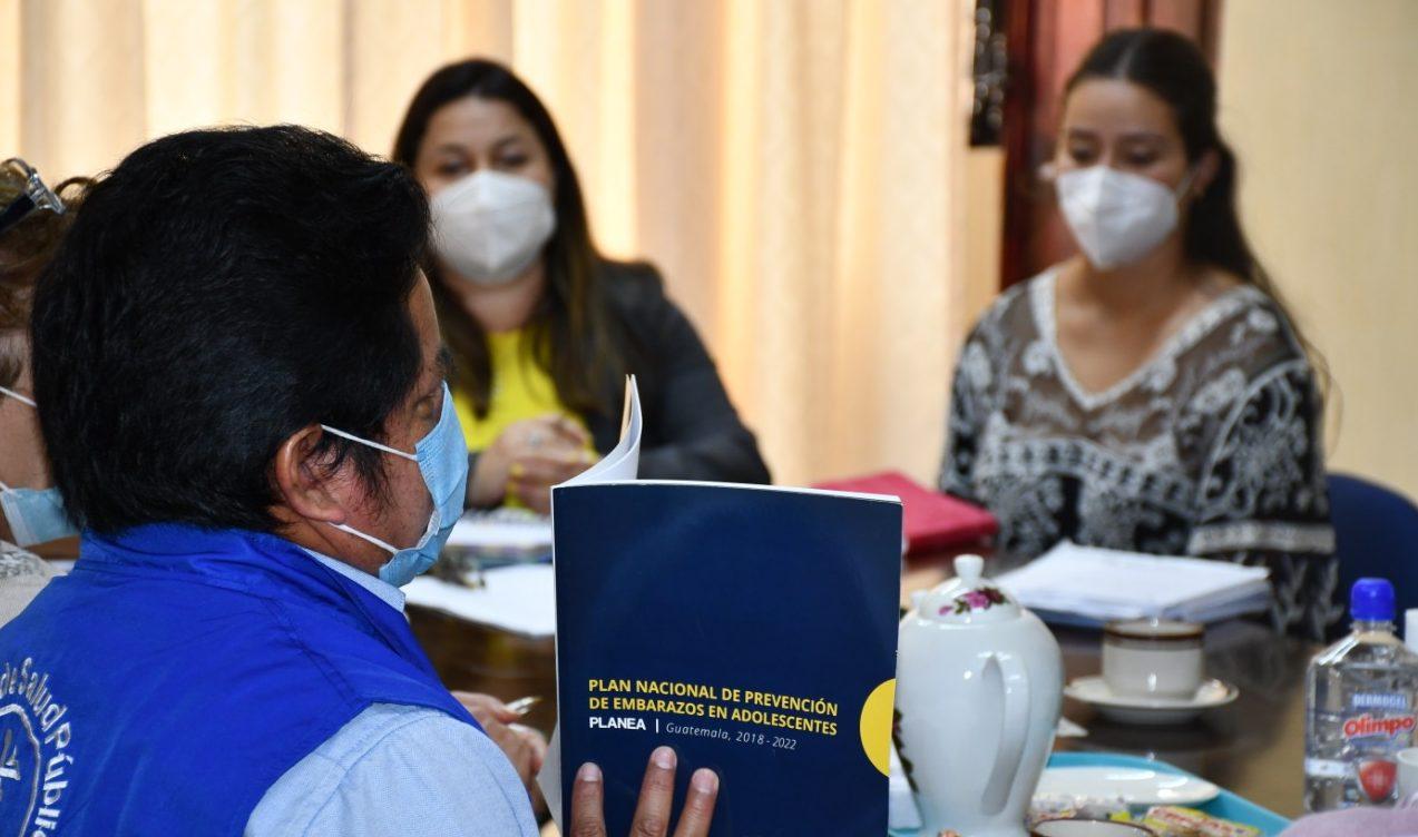 Autoridades y representantes de diversas entidades en Baja Verapaz se reunieron con la gobernadora departamental, María Ascencio, para reactivar el Plan Nacional de Prevención de Embarazos en Adolescentes -Planea-.