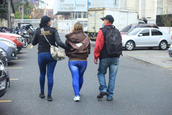 En los operativos se capturó a seis personas acusadas del delito de extorsión. (Foto: DEIC)