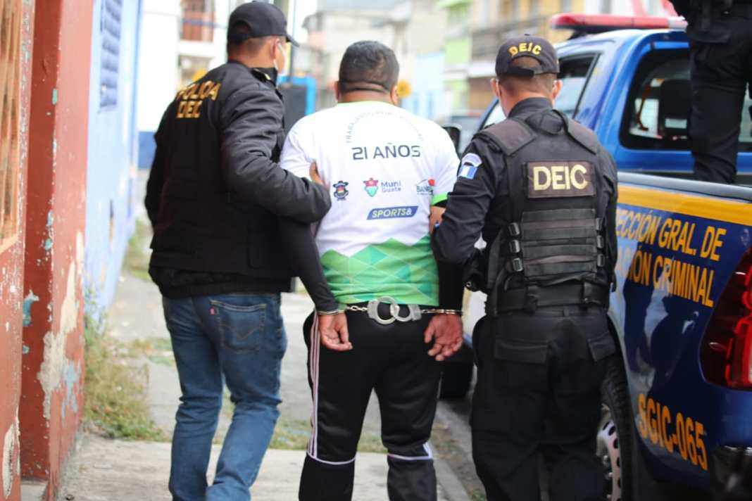 Las autoridades capturaron la mañana de este miércoles en varios allanamientos a seis personas acusadas de ser extorsionistas.