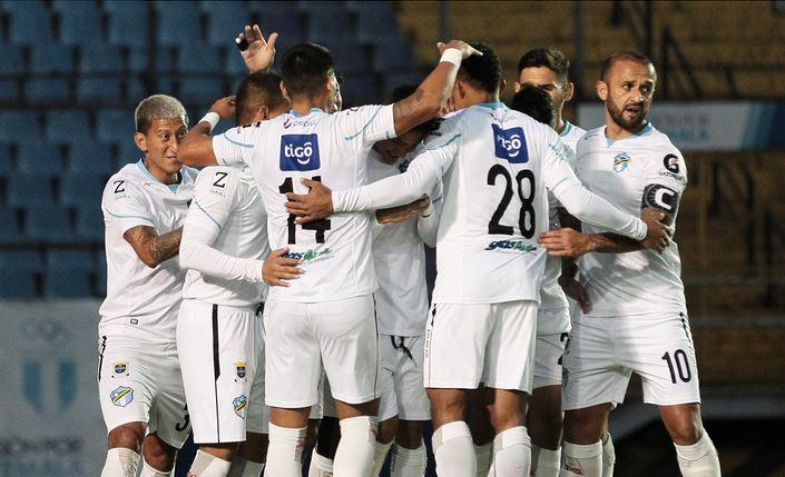 Comunicaciones llegó a 20 puntos en el Clausura 2021, es líder, está invicto y es el equipo más goleador del certamen; en la jornada del fin de semana goleó 5-0 a Iztapa. Además Santa Lucía se trepó al subliderato de la tabla tras la derrota de Guastatoya.