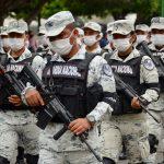 El Gobierno de México aclaró este martes que tiene a 12 mil personas, entre soldados, agentes migratorios y otros funcionarios; todos desplegados para frenar la ola migratoria y especialmente el tráfico de menores de edad.