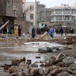 Las autoridades afganas elevaron a 25 a los muertos y a 60 a los heridos a causa de un atentado con un vehículo cargado de explosivos ocurrido este viernes en el este de Afganistán; esto ha provocado además el derrumbe de edificios y daños al principal hospital de la zona.