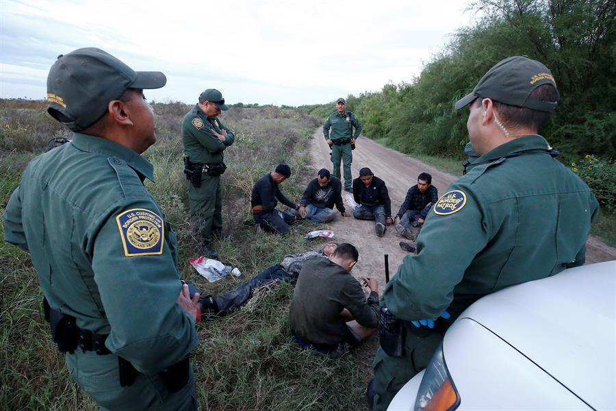 Las detenciones de inmigrantes indocumentados en la frontera entre Estados Unidos y México alcanzaron en marzo su mayor nivel mensual en 20 años; esto al aumentar casi un 71 % respecto a febrero, informó este jueves la Oficina de Aduanas y Protección Fronteriza estadounidense.