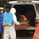 """Al menos 14 trabajadores del sector de la salud fallecieron """"con criterios para COVID-19"""" en Venezuela desde el 22 al 25 de abril; con ello la cifra total de sanitarios muertos desde el inicio de la pandemia se elevó a 513, informó este lunes la ONG Médicos Unidos de Venezuela -MUV-."""