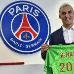 El portero costarricense Keylor Navas amplió un año suplementario su contrato con el París Saint-Germain de Francia; el nuevo acuerdo acabará en junio de 2024, anunció este lunes el club.