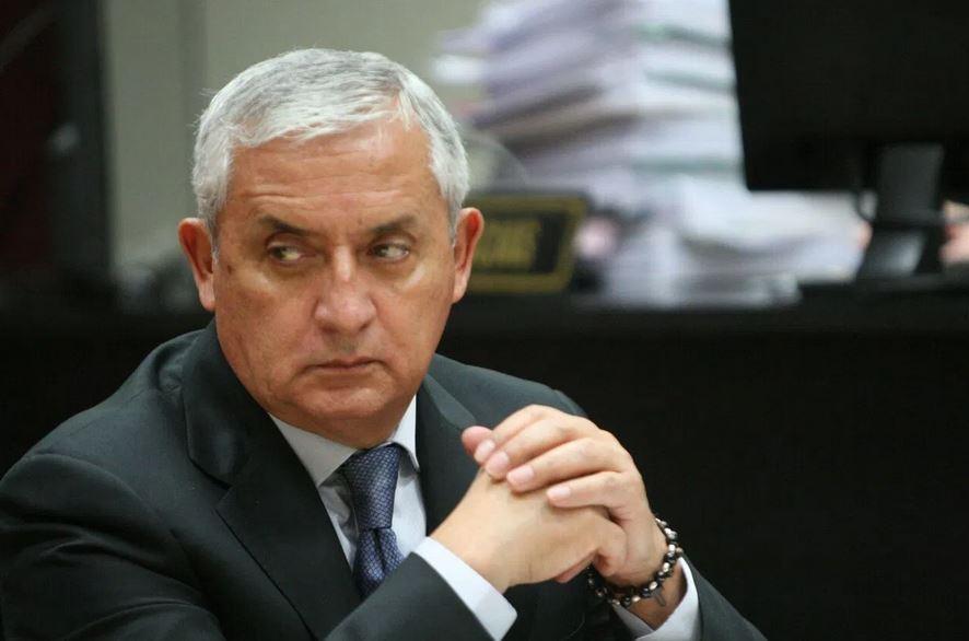 Rechazar la solicitud de arresto domiciliario solicitada por el expresidente Otto Pérez Molina, hizo que él presentara un amparo contra el juez de Mayor Riesgo B, Miguel Ángel Gálvez.