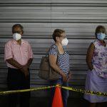 Un total de 431 149 salvadoreños completaron el protocolo de vacunación de dos dosis contra el coronavirus COVID-19; esto en momentos en que el número de fallecidos a causa de virus supera los 2 mil 200, de acuerdo con información oficial.