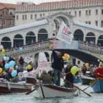 La Cámara de los diputados italianos aprobó el decreto con el que el Gobierno quiere desviar definitivamente los grandes barcos, sobre todo cruceros, de su paso por Venecia; esto para proteger esta delicada ciudad, por lo que la ley entra en vigor definitivamente.