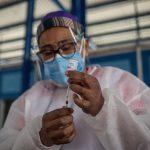 Guatemala acumula 237 mil 682 casos confirmados de COVID-19 y 7 mil 815 fallecidos por esta enfermedad en casi 14 meses de pandemia; esto datos de las autoridades sanitarias.