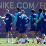 """El entrenador del Barcelona, Ronald Koeman, dijo estar """"convencido"""" de que su equipo conquistará el título de Liga si gana este sábado al Atlético de Madrid y los tres partidos siguientes."""