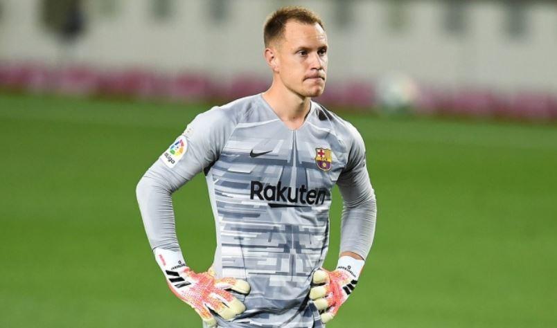 El portero del Barcelona Marc-André ter Stegen se sometió, en Malmö -Suecia-, a una intervención en la rodilla derecha; esta le impedirá disputar con Alemania la Eurocopa el mes que viene.