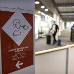 Francia anunció este viernes que a partir del domingo los viajeros procedentes de Colombia, Costa Rica, Uruguay y Baréin serán sometidos a mayores restricciones de entrada; entre estas se incluye una cuarentena obligatoria de diez días.