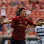 El delantero estadounidense de ascendencia guatemalteca y mexicana Rubio Rubín marcó este sábado un doblete decisivo para el triunfo del Real Salt Lake por 3-1 sobre el Sporting Kansas City en la tercera fecha de la MLS.