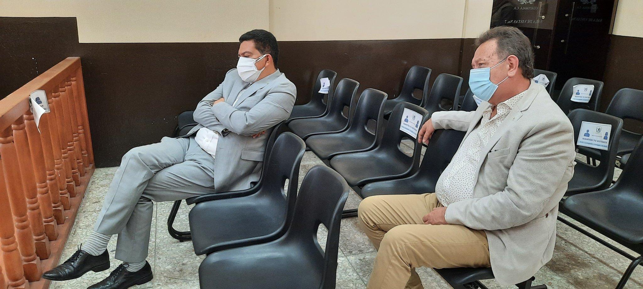 El juzgado de mayor riesgo D, ha dado inicio a la audiencia de primera declaración en contra del abogado Francisco García Gudiel y de William Darío Molina. Ambos son señalados de ocultar al exdiputado José Samayoa Soria quien era buscado para enfrentar la justicia.