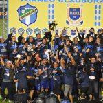 Santa Lucía FC hizo historia en el fútbol guatemalteco al coronarse campeón por primera vez de la Liga Nacional tras derrotar a Comunicaciones en al final. El equipo luciano perdió 5-2 en el juego de vuelta, pero el 4-0 con el que ganaron en la ida le valió para celebrar con un global de 6 a 5.
