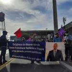 ADecenas de manifestantes reclamaron a las afueras de la Torre de Tribunales de Guatemala la libertad del abogado opositor Juan Francisco Solórzano Foppa; el exjefe de la Super Intendencia de Administración Tributaria -SAT-, está detenido por supuesta falsedad ideológica.
