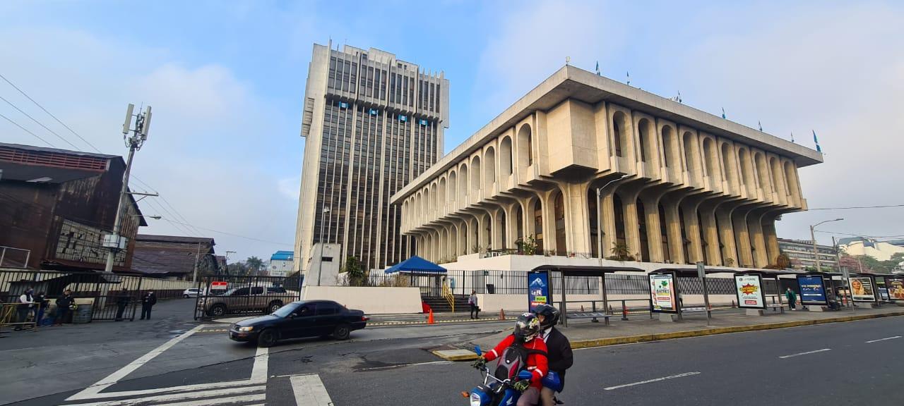 En una circular girada por la presidencia del Organismo Judicial -OJ-, se reitera que existe un horario para el ingreso de los fiscales del Ministerio Público -MP-, a la Torre de Tribunales; en la cual se indica que este es de 7 y media de la mañana a 5 de la tarde.