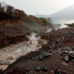 Un lahar en el cauce de los ríos Cabello de Ángel y Nimá 1 se formó como consecuencia de las lluvias; así informó el Instituto Nacional de Sismología, Vulcanología, Meteorología e Hidrología -INSIVUMEH-.