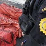 Tres maletas con cocaína fueron localizadas por soldados en un buque en el océano Pacífico, se informó esta noche. La droga fue trasladada en una lancha alpuerto Quetzalpara el conteo.