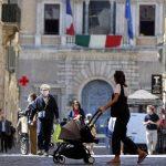 Italia registró 10 mil 554 nuevos contagios de COVID-19 y 207 muertos en el último día, informó hoy el Ministerio de Sanidad; esto mientras se debate cuándo quitar el toque de queda nacional, actualmente fijado en las diez de la noche.