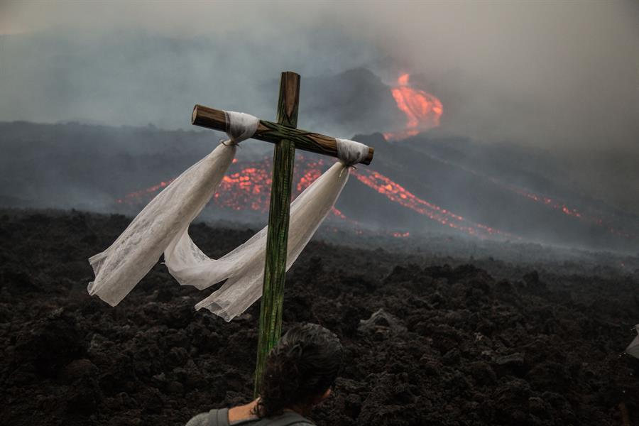 Un nuevo flujo de lava del volcán Pacaya se ha extendido hasta los 1 mil 600 metros de longitud; esto según reportaron este viernes las autoridades de protección civil.
