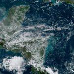 Al menos 13 mil personas afectadas dejaron las torrenciales lluvias que cayeron durante el fin de semana en distintas regiones del país; además hubo 65 evacuadas y 20 personas fueron albergadas.
