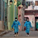 Las autoridades sanitarias de Cuba confirmaron este 1 mil 156 nuevos casos de COVID-19; con ellos suman un acumulado de 151 mil 259 contagios desde el primer caso detectado en marzo del año pasado.