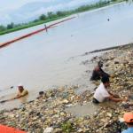 En los primeros 5 meses del año, se retiraron 60 toneladas de desechos sólidos que llegaron al río Motagua. Tal cifra corresponde solo a lo extraído mediante la barda industrial ubicada en la aldea El Quetzalito, en Puerto Barrios, Izabal.