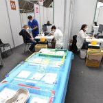 Italia sumó 1 mil 273 nuevos casos de contagios de coronavirus y 65 fallecidos en las últimas 24 horas; así lo informó el Ministerio de Sanidad italiano. Mientras el toque de queda se retrasa una hora y pasa a medianoche en la mayoría del país.