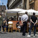 El Gobierno italiano aprobó la puesta en marcha el 1 de julio del certificado de vacunación del coronavirus para moverse por el país y la Unión Europea; este también estará disponible en farmacias y consultas pediátricas para facilitar su obtención.
