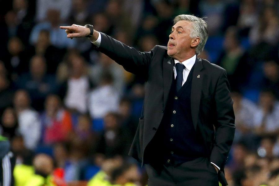 """El italiano Carlo Ancelotti fue presentado como nuevo entrenador del Real Madrid en la sala de prensa de la ciudad deportiva del club blanco; y repitió la promesa que hizo en su primera etapa como técnico madridista, """"un fútbol ofensivo, espectacular e intenso"""" para alcanzar títulos."""