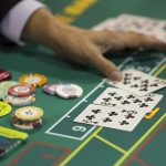 La ciudad de Doral en Florida, Estados Unidos, sede de un complejo hotelero y club de golf del expresidente Donald Trump, prohibió los casinos; también los juegos de azar en un aparente intento de frenar cualquier iniciativa en ese sentido del magnate inmobiliario y otros interesados.