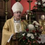El arzobispo de Montevideo, Uruguay, Daniel Sturla, deberá pagar algo más de 900 dólares de multa por saltarse la cuarentena preventiva; estaba obligado a guardarla por haber tenido contacto con un positivo por COVID-19.